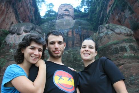 Junto al Buda más grande del mundo, en Lèshān